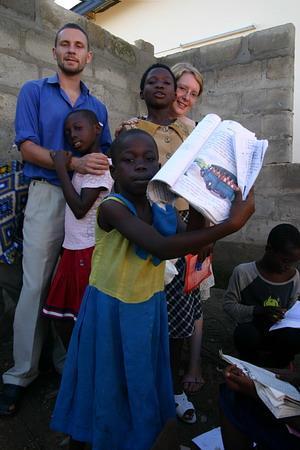 Voluntario con niños