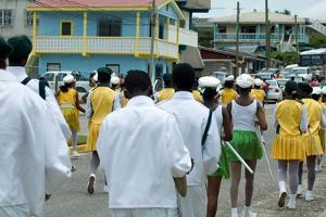Desfile de una banda en Belice