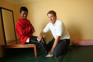 Volunteer in physioterapy session in Nepal