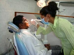 Voluntariado en el Programa Especial de Dos Semanas de Odontología para Estudiantes de Secundaria en India