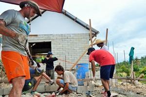 Voluntarios de Projects Abroad en el Proyecto de Construcción trabajan en Filipinas, Asia