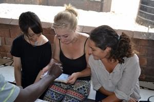 Voluntarias trabajando en el Proyecto para Personas con VIH/Sida en Ghana