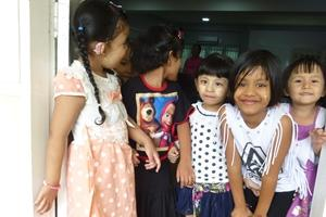 Niñas de una escuela en Myanmar