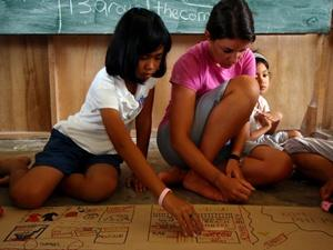 Volunteering with children in Thailand