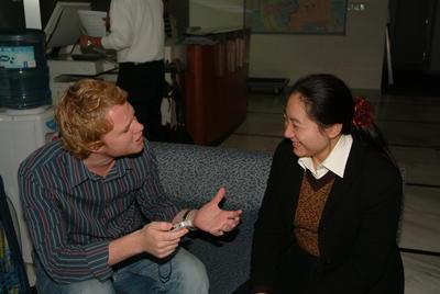 Interno realizando entrevista en proyecto de Periodismo en China