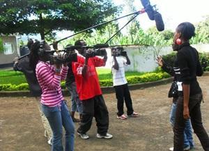 Estudiantes aprenden a grabar en Tanzania
