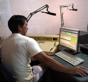 Voluntario del Projects Abroad en una radio en Samoa