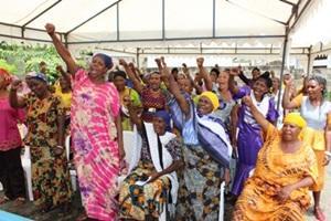 Mujeres locales en un taller de la Oficina de Derechos Humanos de Projects Abroad en Arusha, Africa.