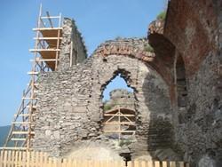 Estructura histórica en un yacimiento arqueológico en Rumanía