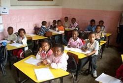 Profesores de inglés voluntarios realizan su voluntariado en aulas como ésta