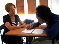 Voluntaria impartiendo clase en Sudáfrica