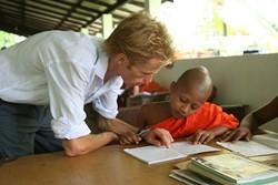 Voluntariado en Sri Lanka enseñando a monjes jóvenes en nuestro proyecto de enseñanza