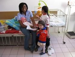 Fisioterapeuta voluntaria en una clínica en Rumanía
