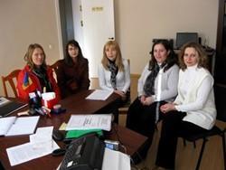 Asesores voluntarios en una reunión del proyecto