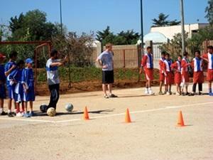 Voluntario entrenando deportes en Marruecos