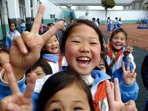 Niñas de una escuela en China en un recreo.
