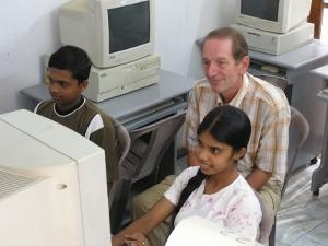 Male volunteer teaching IT in Sri Lanka